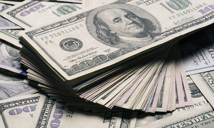 Инвесторы распродают все и спасаются в долларе