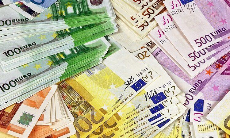 Евро растет