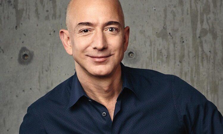 Глава Amazon продает акции