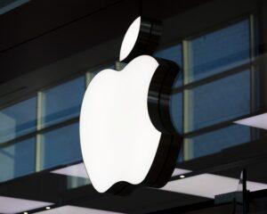 Титул самой дорогой компании мира перешел к Apple