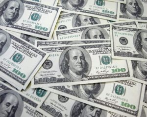 Американский доллар взял планку в 78 рублей