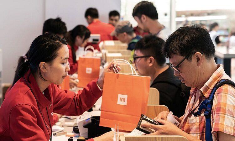 Акции Xiaomi упали на 11%