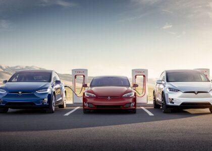 Tesla впервые завершила год с прибылью