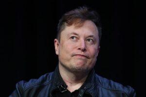 Илон Маск за день потерял $15 млрд