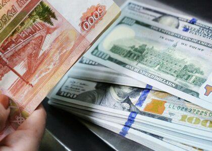 Доллар упал ниже 72 рублей