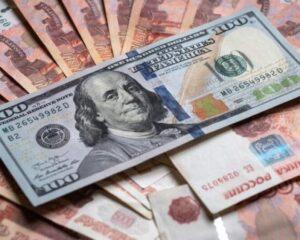 Курс доллара превысил 72 рубля